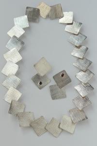 texture_square_neck_earring_set