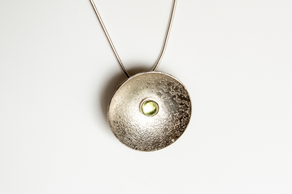 necklace round peridot moonscape 2