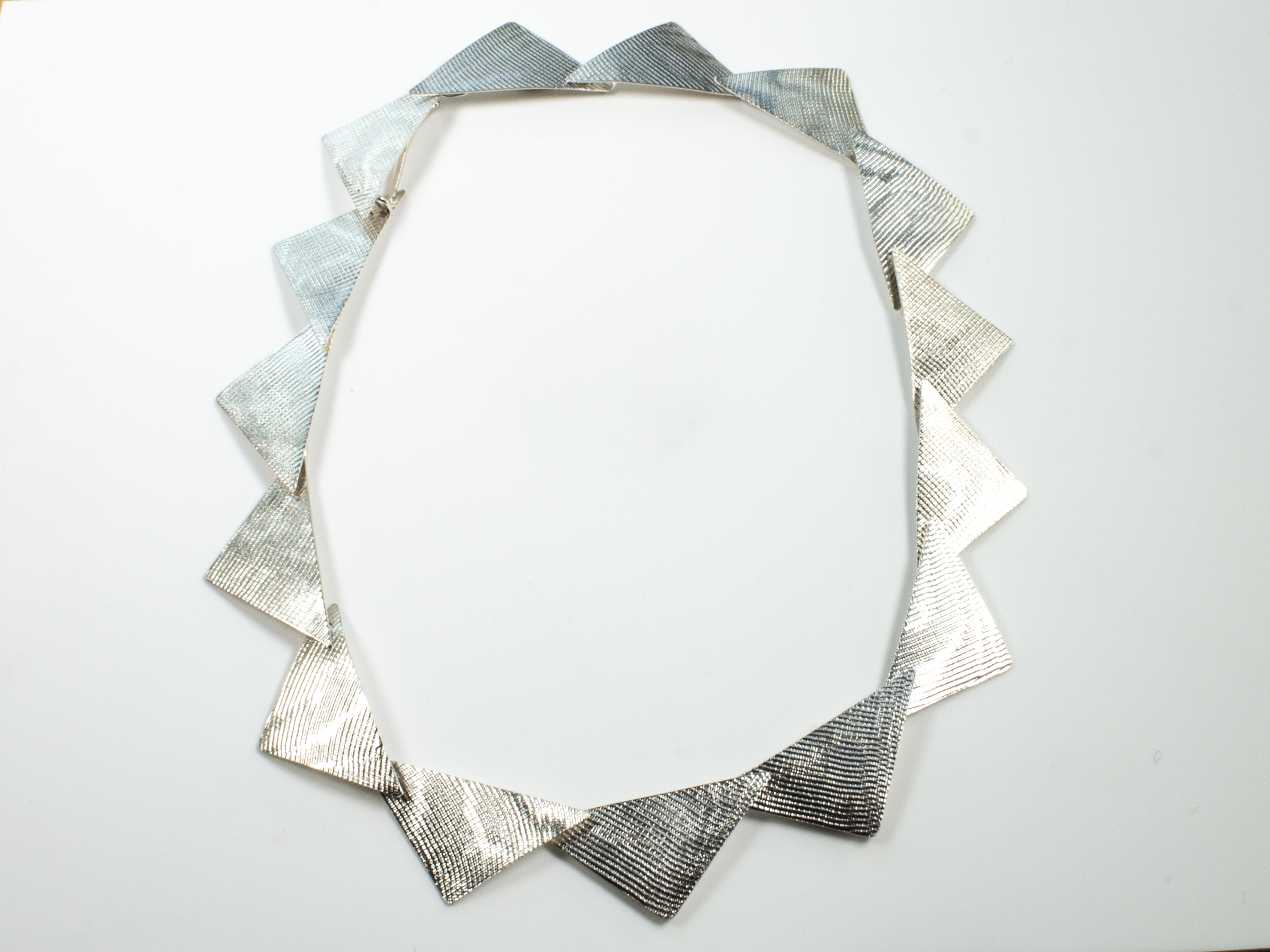necklace triangles big (3)