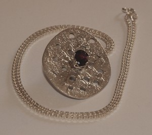 pendant with oval Rhodolite