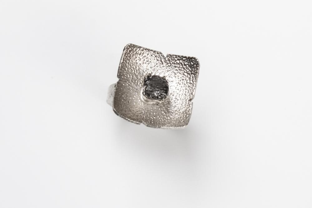 ring flower rutilated