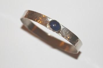 bangle oval lapis lazuli 1.jpg