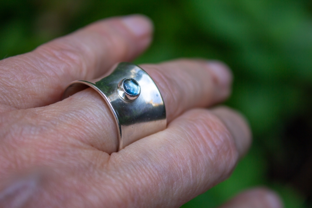 ring concave small BT worn