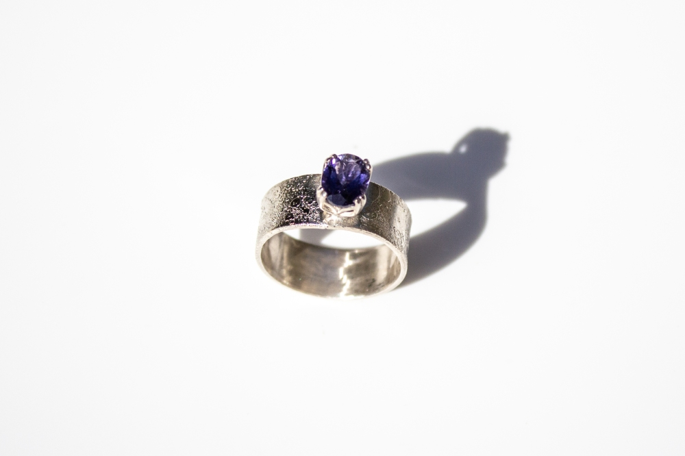 ring etched iolite