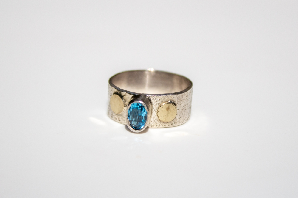 ring gold dots 2