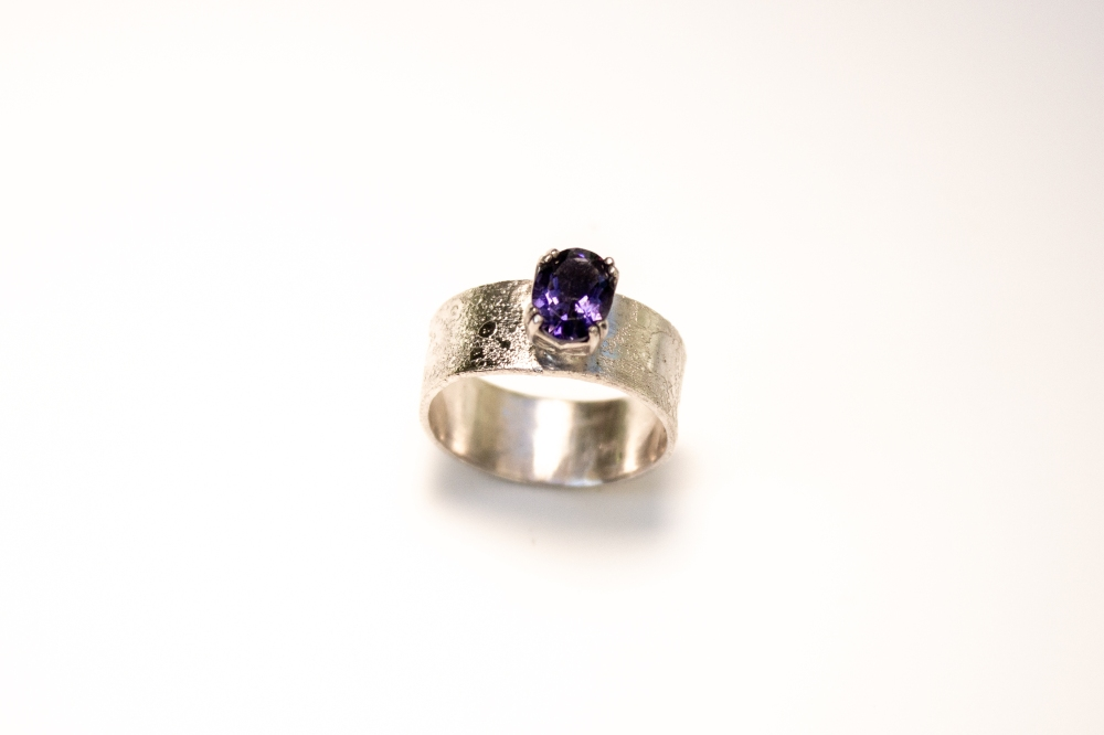 ring iolite etched 2