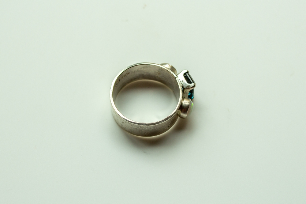 ring 3 stones