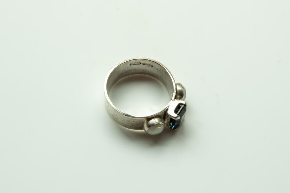 ring 3 stones 6
