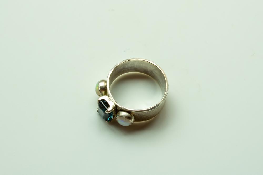 ring 3 stones 7
