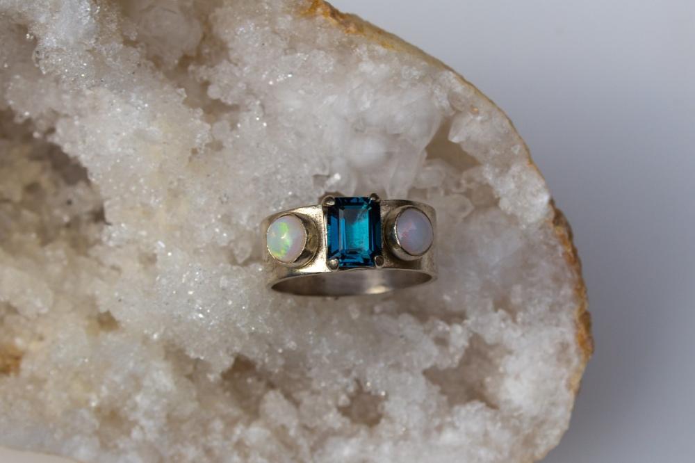 ring 3 stones stone