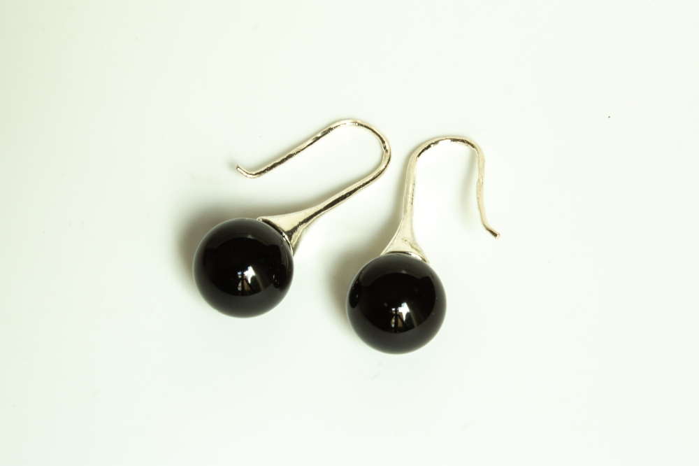 earrings black sphere 2