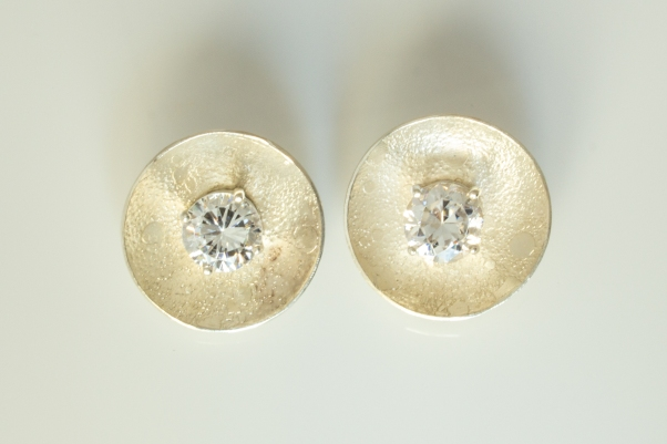 earrings round cz