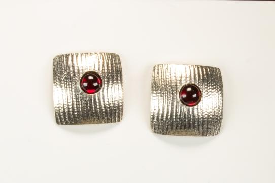 earrings square garnet moire