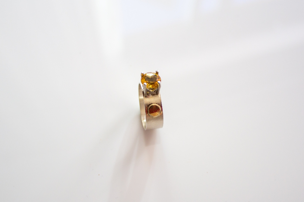 ring citrine with gold dots