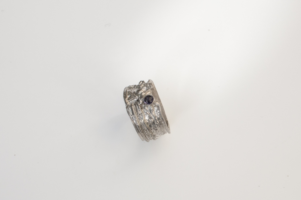 ring free from small 1 side