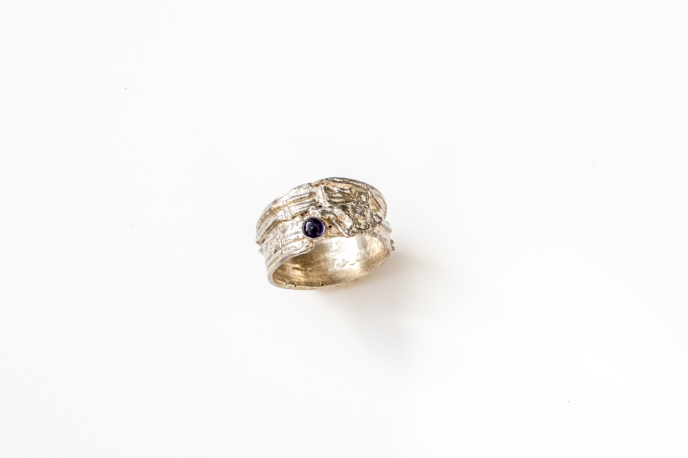 ring free from small 1