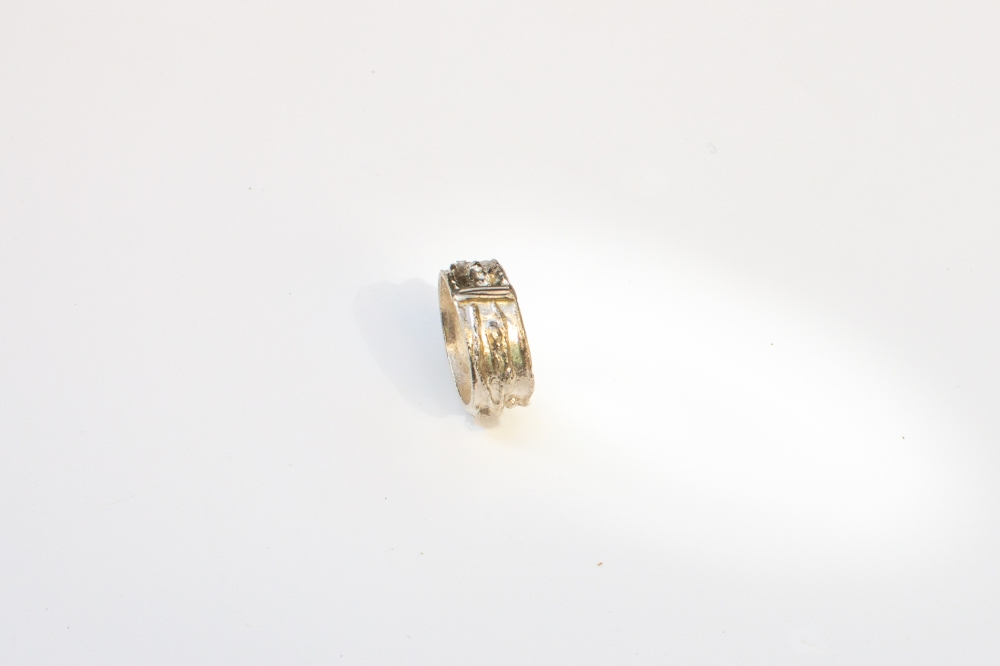 ring free from small 3 side