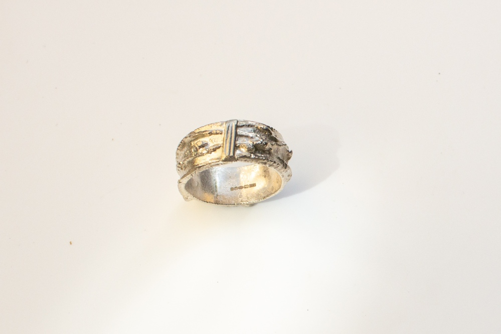 ring free from small 3