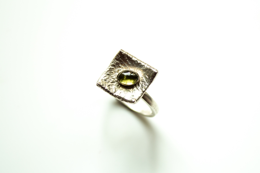 ring liquid siver peridot 3