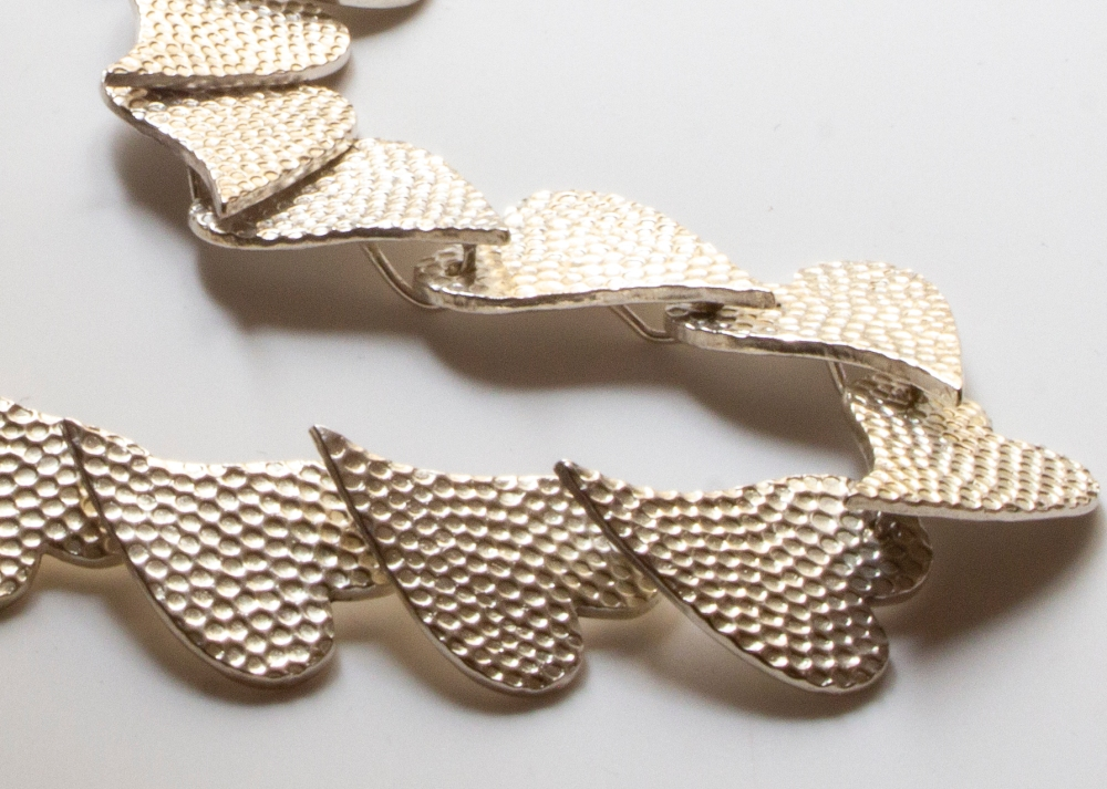 necklace-hearts-detail