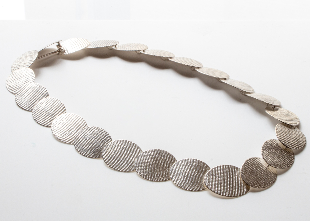 necklace-oval-moire-4